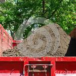 landscaper-truck-filled-soil-new-york-city-park-40809183